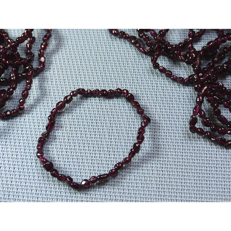 Bracelet Grenat Rouge en mini pierres roulées Q Extra